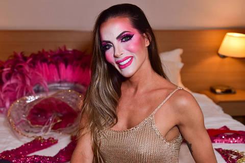 Carla Prata que desfilará pela Dragões da Real recebe a imprensa no hotel momentos antes de desfilar no Anhembi em São Paulo - Fotos: Leo Franco / AgNews