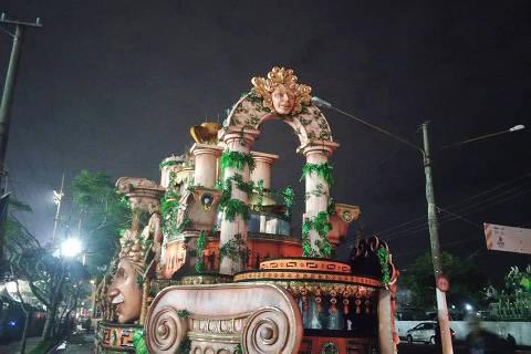 Carro enrosca em fio, atrasa desfiles e cala Anhembi; Dragões e Império são destaques