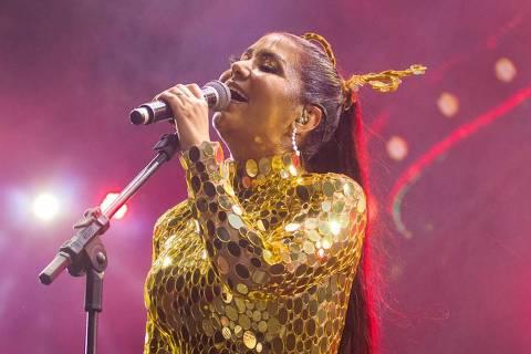 Cantora brega bate recorde de público no Carnaval do Recife