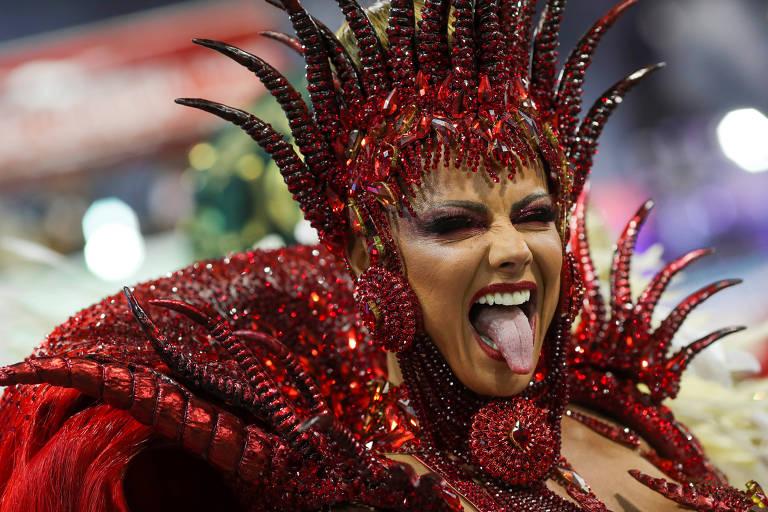 Viviane Araújo durante o desfile da Mancha Verde