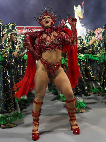 Drum queen Viviane Araujo from Mancha Verde samba school performs during the first night of the Carnival parade at the Sambadrome in Sao Paulo, Brazil, February 22, 2020. REUTERS/Amanda Perobelli ORG XMIT: GGG-AMP14