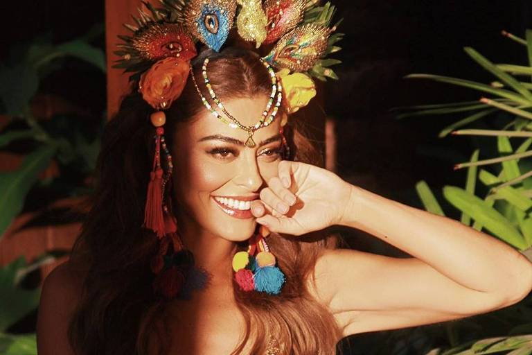 Juliana Paes em ensaio fotográfico com temática de Carnaval