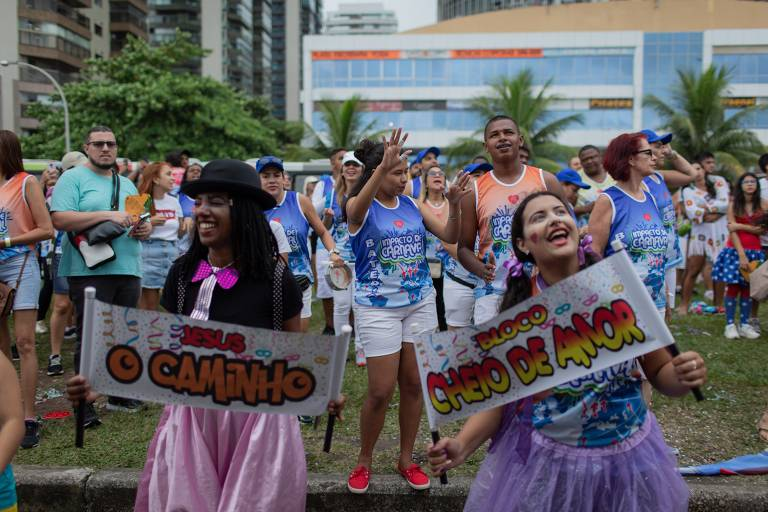 Público no bairro da Barra da Tijuca durante o bloco da igreja Batista Atitude, Cheio de Amor