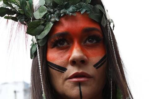 SÃO PAULO,SP,16.02.2020:CARNAVAL-BLOCO-BAIXO-AUGUSTA - Carnaval. A atriz Alessandra Negrini durante o Bloco Baixo Augusta em São Paulo (SP), neste domingo (16). (Foto: Renato S. Cerqueira/Futura Press/Folhapress) ***PARCEIRO FOLHAPRESS - FOTO COM CUSTO EXTRA E CRÉDITOS OBRIGATÓRIOS***