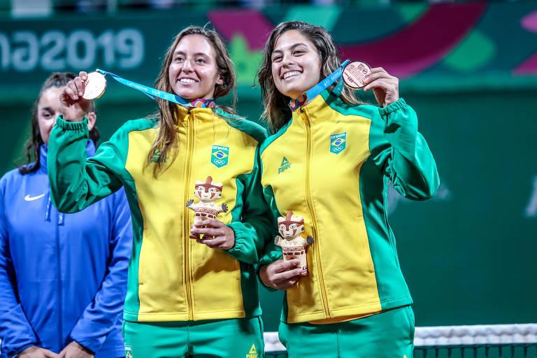 Carol Meligeni e Luísa Stefani conquistaram o bronze nas duplas do tênis feminino