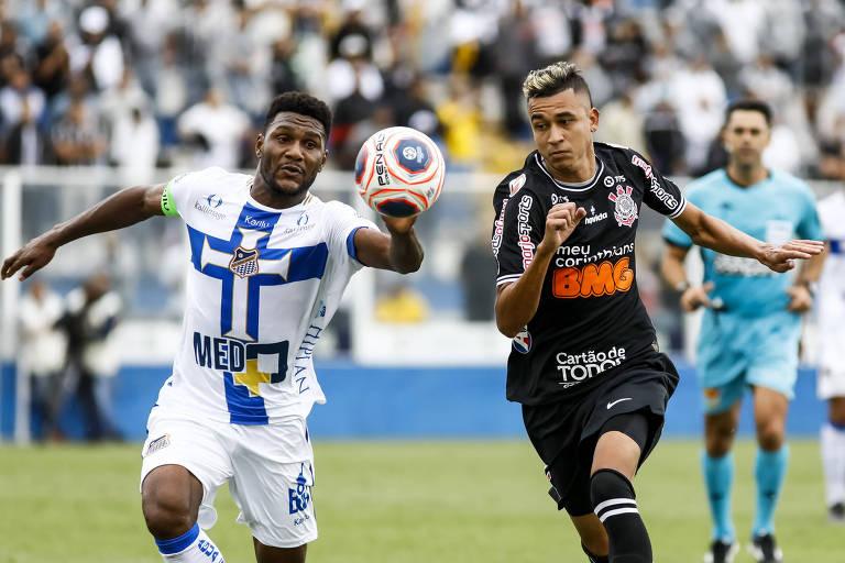 Corintiano Cantillo durante a partida contra o Água Santa, no estádio Distrital do Inamar, em Diadema, pelo Paulistão