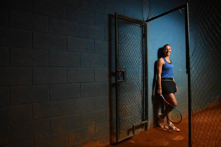 Luisa Stefani entra na quadra para treinar