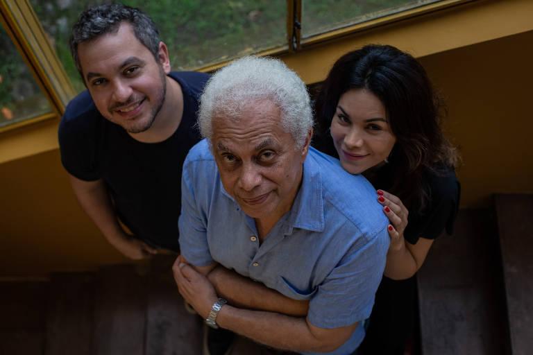 Veja fotos de Paulinho da Viola e filhos