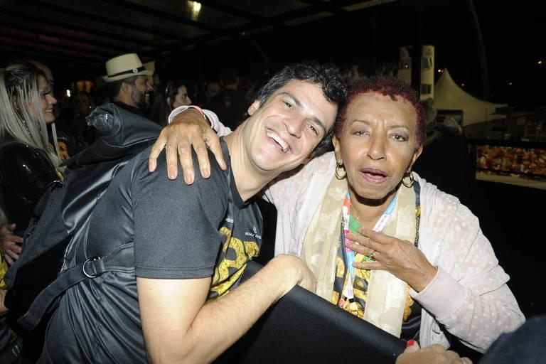 Mateus Solano tieta Leci Brandão no Camarote Bar Brahma