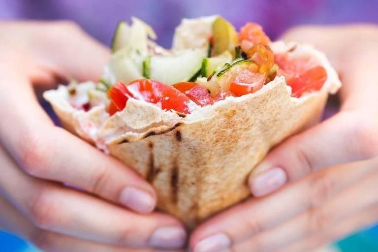Pessoas que seguem dieta vegana ou vegetariana tendem a apresentar risco menor de desenvolver doenças cardíacas