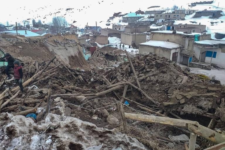 Terremoto na fronteira da Turquia com Irã deixa nove mortos