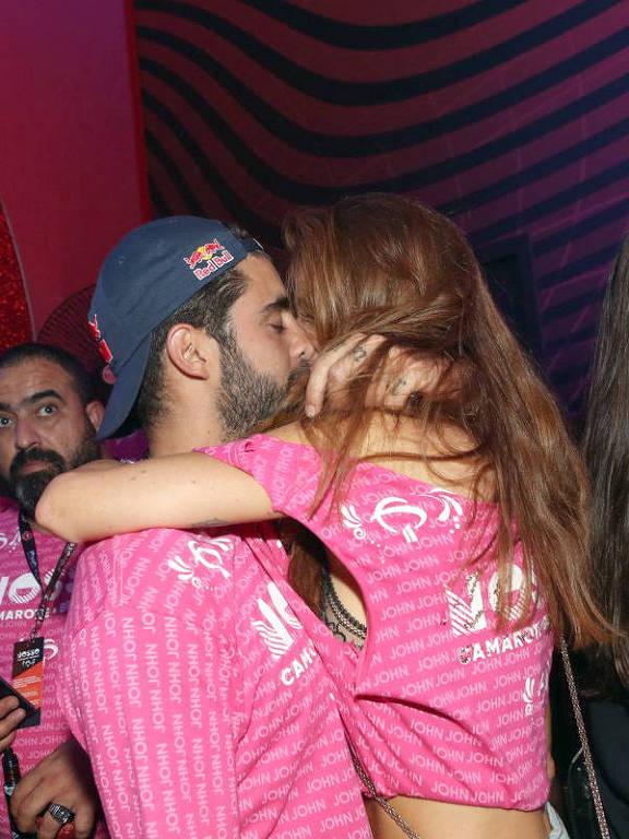 Famosos trocam beijos no Carnaval 2020
