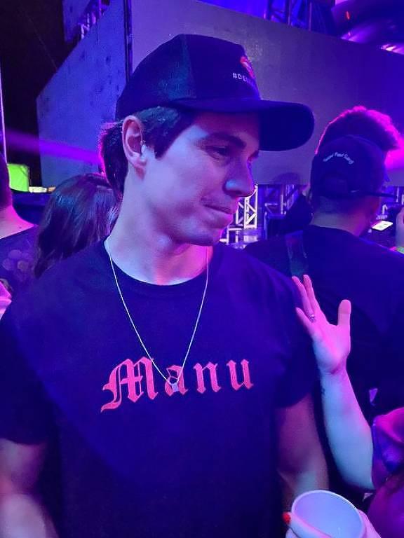Igor Carvalho faz camiseta em homenagem à namorada Manu Gavassi