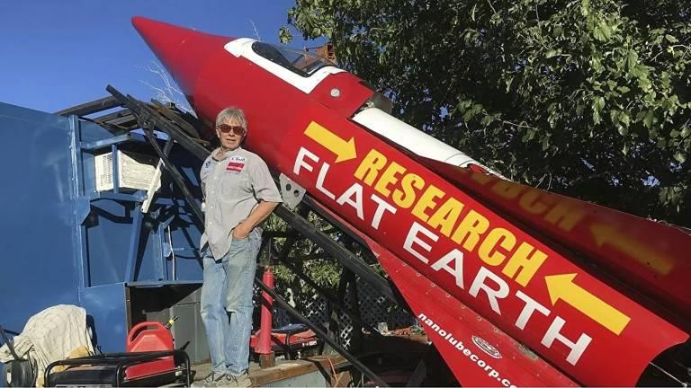 Mike Hughes, o piloto americano que dizia querer mostrar que a terra é plana