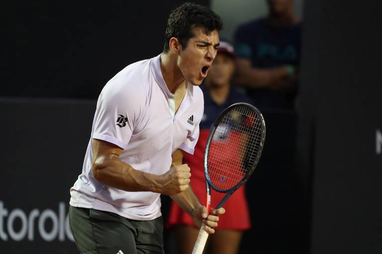 O chileno Christian Garin, campeão em 2020, comemora ponto na final contra o italiano Gianluca Mager