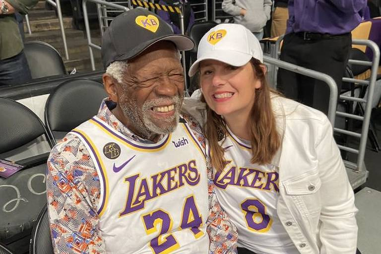 Bill Russell usa camisa do Lakers com número de Kobe Bryant