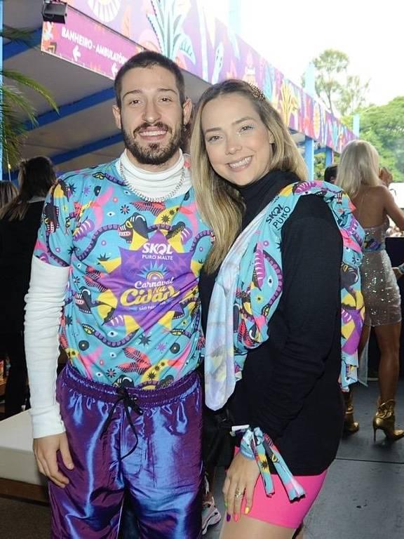 Carol Dantas beija muito no Carnaval da Cidade em SP