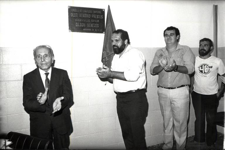 Luiz Carlos Prestes e o então prefeito de Diadema Gilson Menezes durante inauguração da escola de educação especial Olga Benário Prestes, em Diadema (SP), em 1988