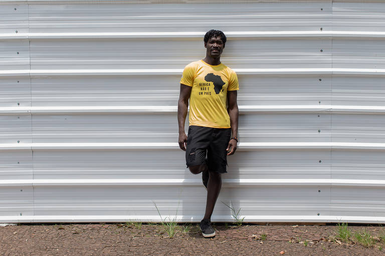 Guineense cria camiseta 'África não é um país'