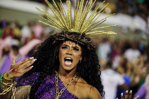 Drum queen Evelyn Bastos of Mangueira samba school performs during the first night of the Carnival parade at the Sambadrome in Rio de Janeiro, Brazil February 24, 2020. REUTERS/Pilar Olivares ORG XMIT: SIN520