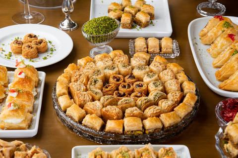 Doces diversos servidos na confeitaria libanesa Alyah
