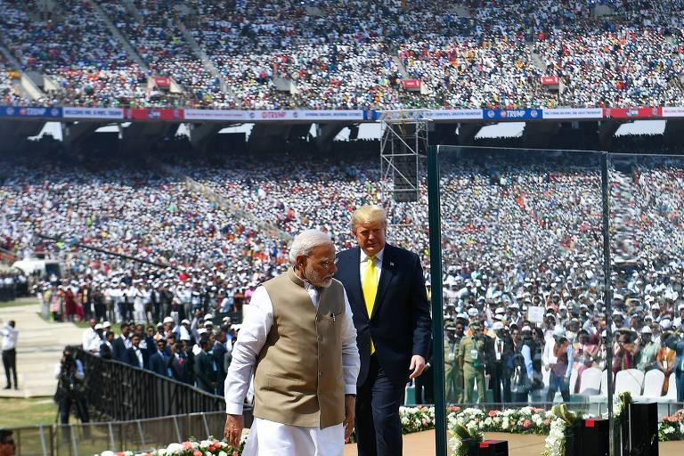 Trump e Modi no estádio Sardar Patel, em Motera