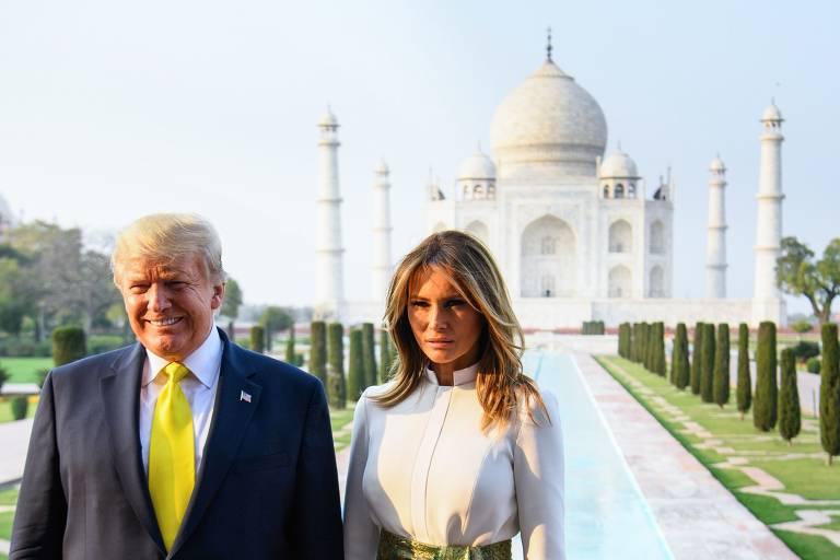 Donald Trump e a mulher, Melania, posam no Taj Mahal