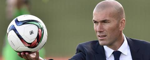 Former French football star and coach of Real Madrid Castilla Zinedine Zidane catches a ball during the Spanish league second division football match Real Madrid Castilla vsTalavera de la Reina at the Alfredo di Stefano Stadium in Valdebebas on the outskirts of Madrid on December 19, 2015.  AFP PHOTO / GERARD JULIEN ORG XMIT: GJ4691