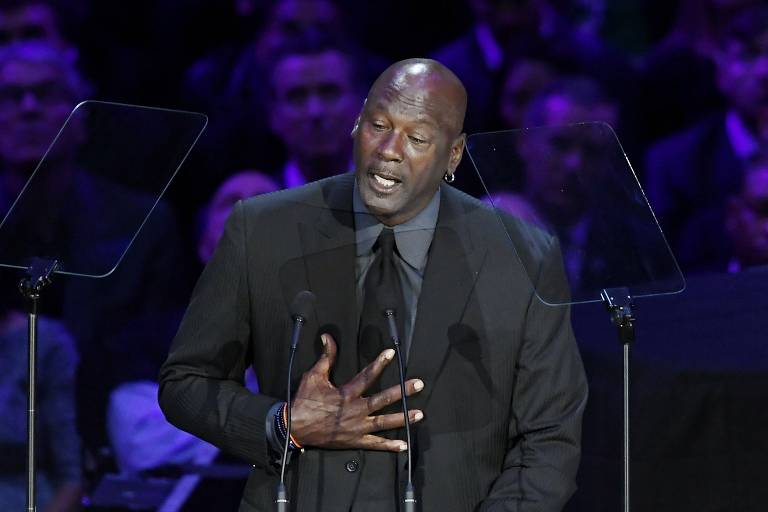NBA homenageia Kobe Bryant em memorial