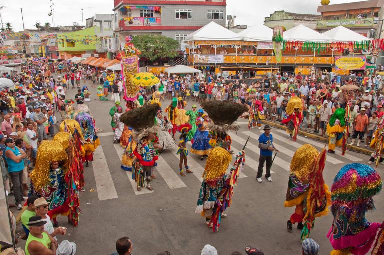 Conheça folias centenárias de Pernambuco