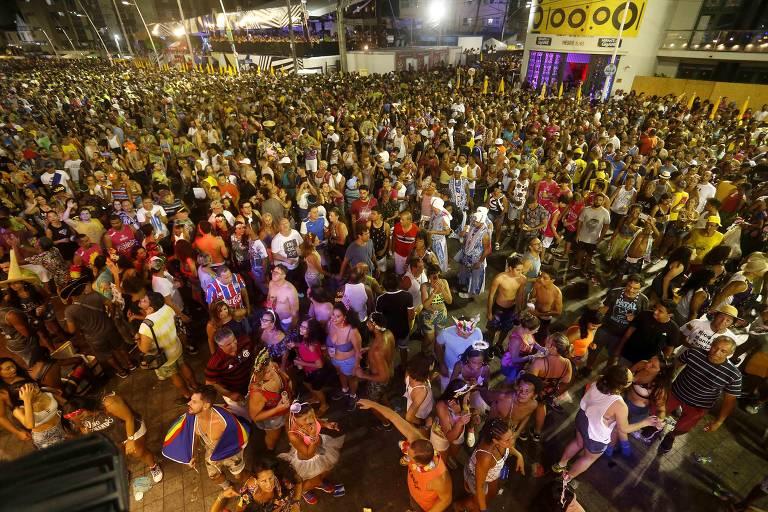 No penúltimo dia de Carnaval o guitarrista Armandinho se apresentou no circuito Barra-Ondina e arrastou milhares de foliões