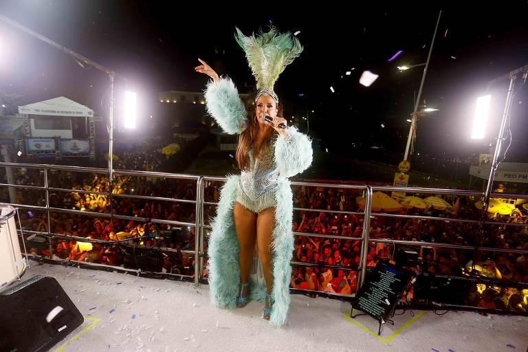 Cantora  Ivete Sangalo puxou trio e arrastou multidão no Circuito Dodô