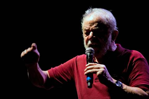 Lula critica manifestos suprapartidários e diz não ter idade para ser 'maria vai com as outras'