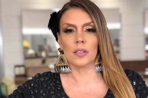 Simony abandona transmissão de Carnaval da RedeTV!