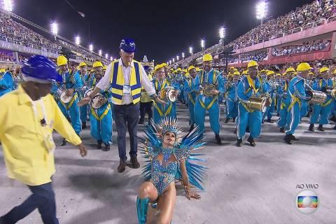Lexa leva tombo durante desfile da Unidos da Tijuca