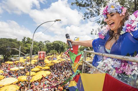 Carnaval em SP termina com menos política, mais feminismo e arrastões