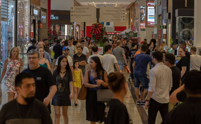 Compras natalinas no Shopping Center Norte