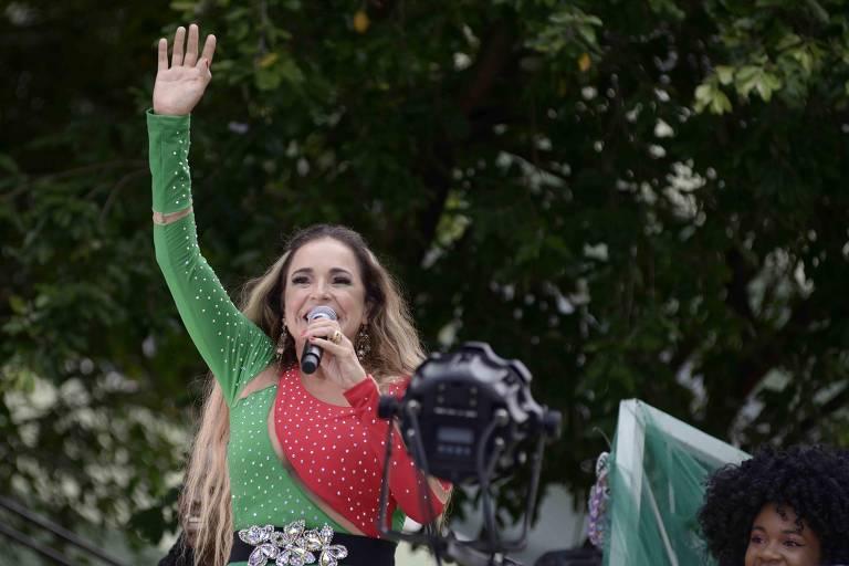 no Campo Grande Rainha do Axé  Daniela Mercury  arrasta multidão em trio pipoca no Campo Grande