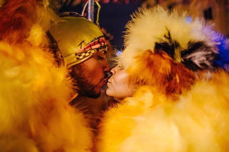 Palhaços bate-bolas fazem Carnaval diferente