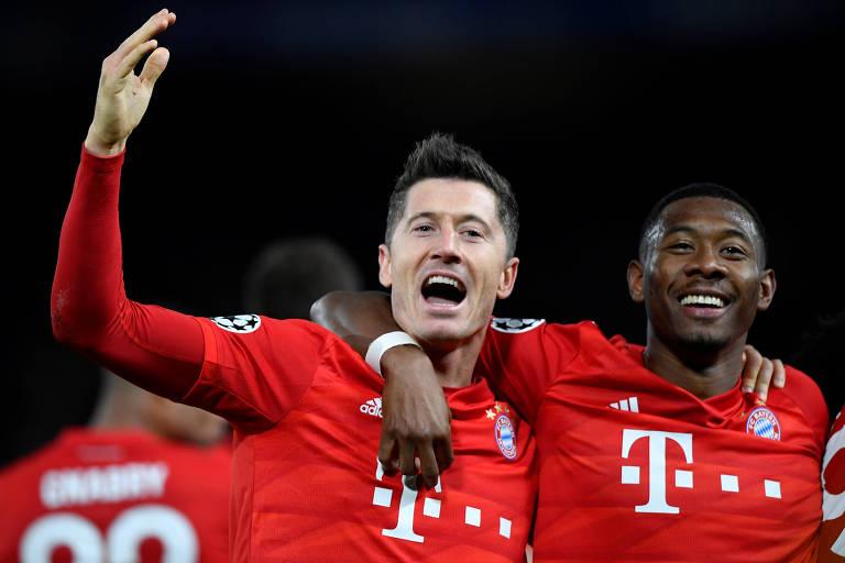 Lewandowski comemora o seu gol, o terceiro do Bayern de Munique sobre o Chelsea, em Londres