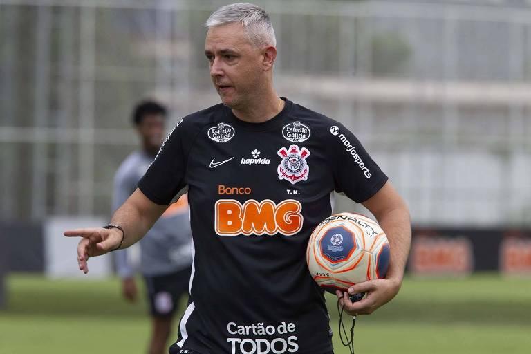 Tiago Nunes mantém contato diário com sua comissão técnica enquanto espera pelo nascimento do filho Pedro