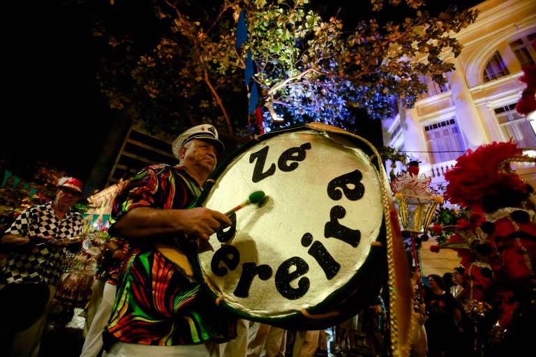 Bloco do Zé Pereira agita foliões no ultimo dia de carnaval no Recife