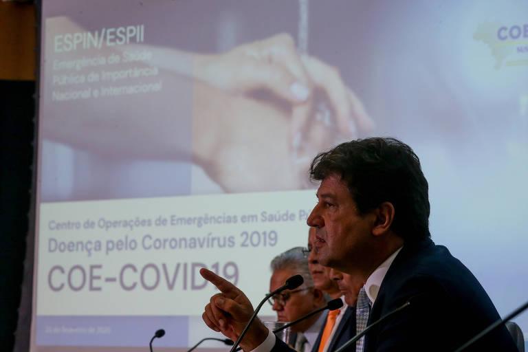 O ministro da Saúde, Luiz Henrique Mandetta, durante coletiva de imprensa para falar sobre as medidas tomadas pelo governo em relação ao coronavírus