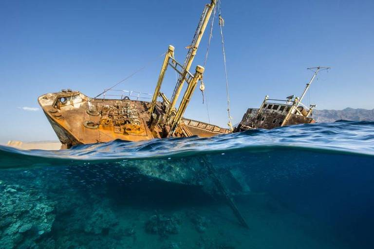 Renee Capozzola venceu a categoria 'Naufrágio' com uma foto do navio Georgios, na Arábia Saudita; o navio encalhou em 1978 e agora serve como um recife artificial