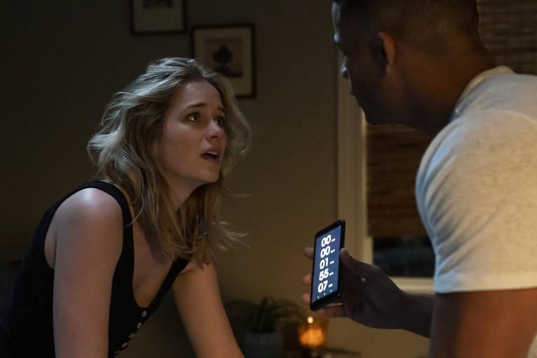 Elizabeth Lail e Jordan Calloway em 'A Hora da Sua Morte'
