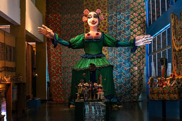 Boneco gigante no museu do Centro de Artesanato em Bezerros (PE)