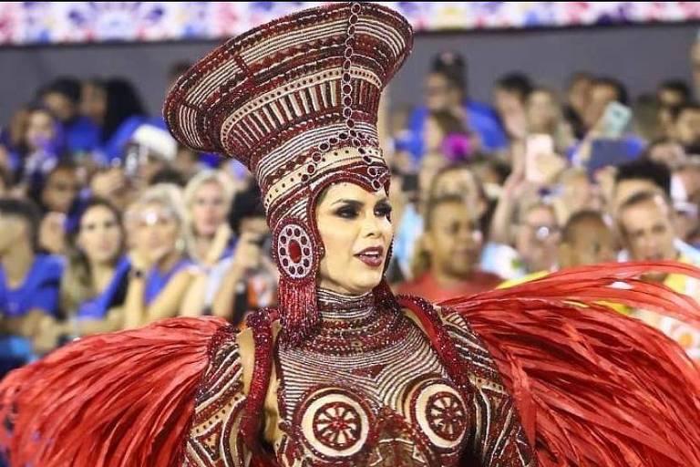 Raissa Machado é rainha de bateria da Viradouro