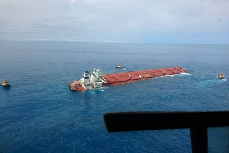 Navio Stellar Banner, carregado minério de ferro, começou a afundar no oceano, próximo ao litoral do Maranhão