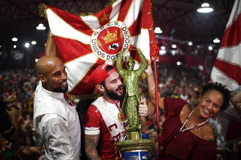 Viradouro comemora o título de campeã dos desfiles do Grupo Especial da Liga das Escolas de Samba do Rio de Janeiro