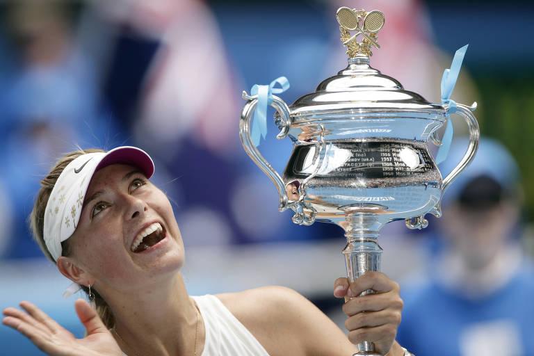A tenista russa Maria Sharapova com o troféu do Australian Open de 2008